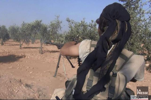 Un combattant du groupe État islamique durant des... (Uncredited)