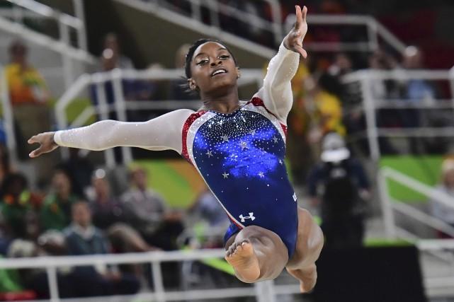 À ses premiers Jeux olympiques, l'Américaine Simone Biles... (AFP, Emmanuel Dunand)