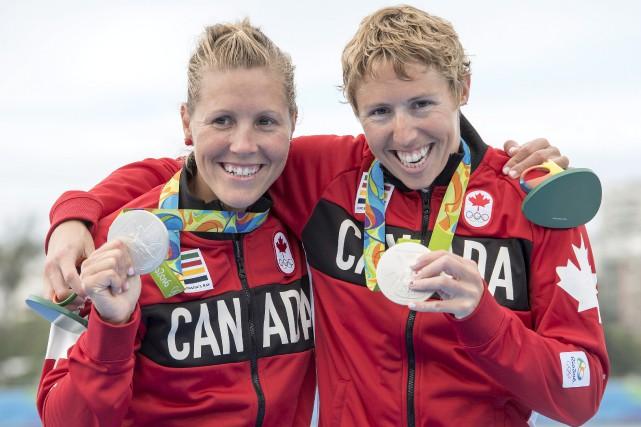 Lindsay Jennerich et Patricia Obee célèbrent leur médaille... (La Presse Canadienne, Frank Gunn)