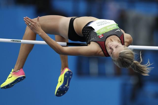 La Canadienne Brianne Theisen-Eaton au saut en hauteur.... (Photo Adrian Dennis, AFP)