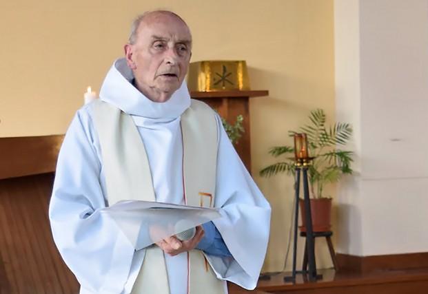 Le père Jacques Hamel... (PHOTO AFP/PAROISSE SAINT-ÉTIENNE-DU-ROUVRAY)