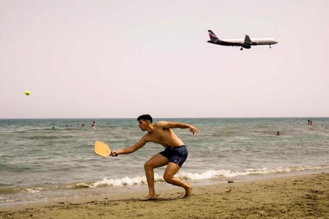 Une (autre) belle journée sur une plage de... (Photo Iakovos Hatzistavrou, Agence France-Presse)