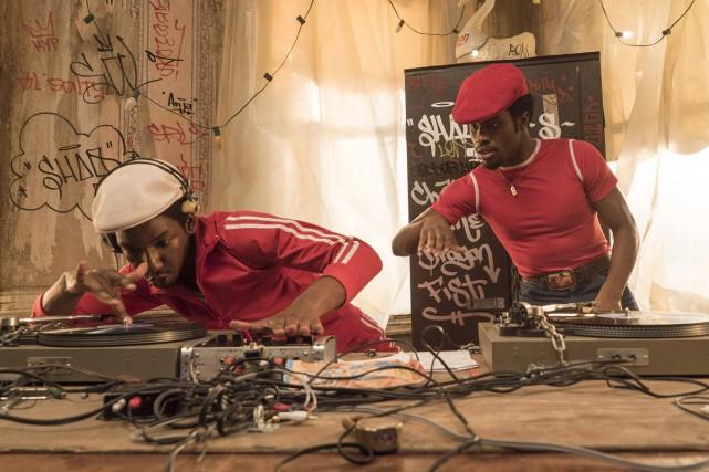 Mamoudou Athie et Shameik Moore dans une scène... (PHOTO LA PRESSE CANADIENNE)