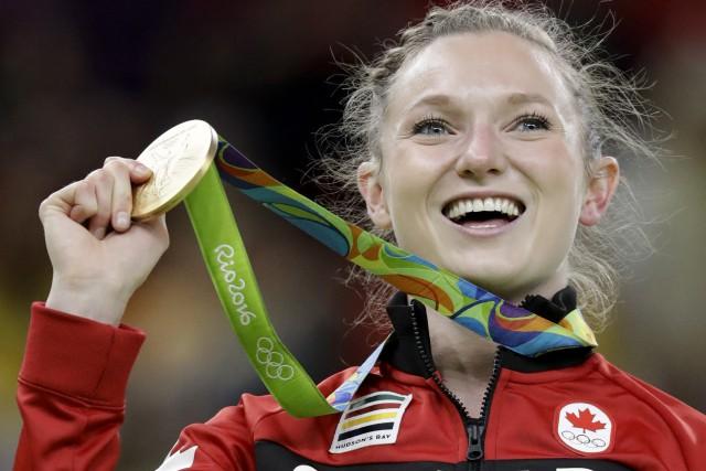 Rosie MacLennan du Canada célèbre sa médaille d'or... (Photo Julio Cortez/AP)