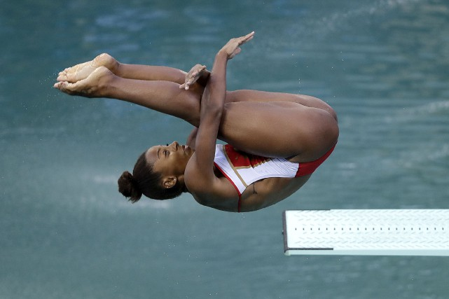 Jennifer Abel au plongeon de 3 mètres, vendredi... (AP, Wong Maye-E)