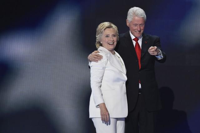 Bill et Hillary Clinton ont déclaré 10,6 millions... (AFP, SAUL LOEB)