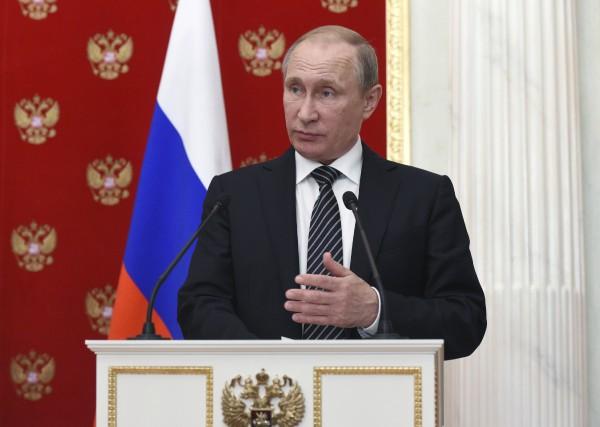 Le président russe Vladimir Poutine... (AP, Vasily Maximov)