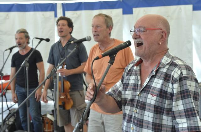 Claude Rayon (à droite) et les quatre autres... (Spectre Média, Maxime Picard)