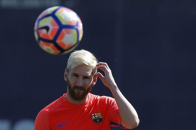 Lionel Messi a choisi de laisser tomber la... (AP, Manu Fernandez)