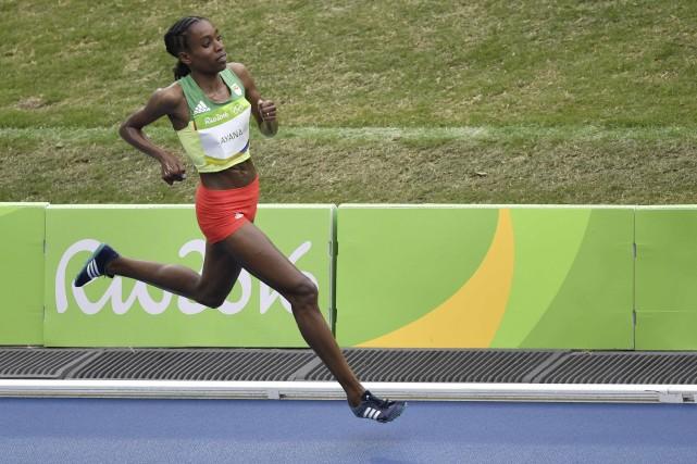 En pulvérisant le record du monde du 10... (AFP, Fabrice Coffrini)