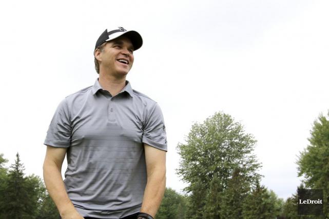 Luc Robitaille participait au tournoi de golf de... (Patrick Woodbury, LeDroit)