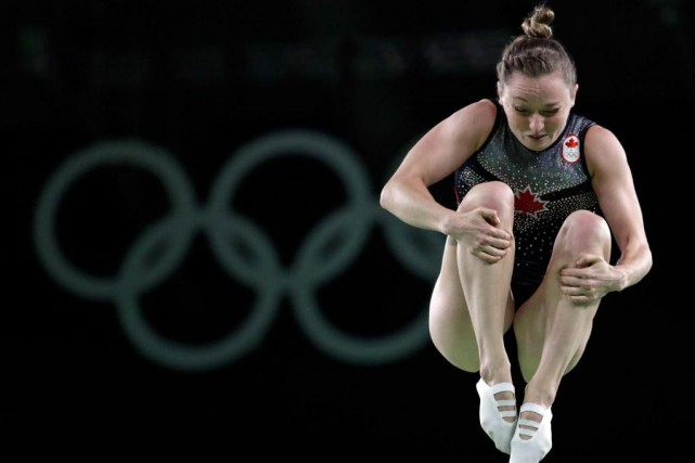 Rosie MacLennan a remporté l'or au trampoline, vendredi.... (photo Julio Cortez, associated press)