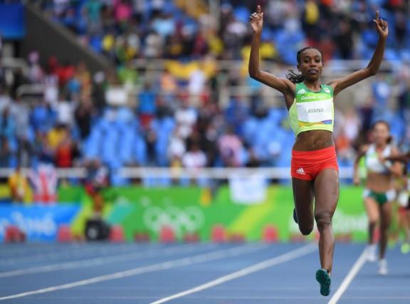 L'Éthiopienne Almaz Ayana a remporté l'or et a... (PHOTO OLIVIER MORIN, AGENCE FRANCE-PRESSE)