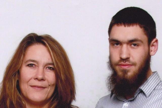 Christianne Boudreau aux côtés de son fils Damian... (PHOTO LA PRESSE CANADIENNE)