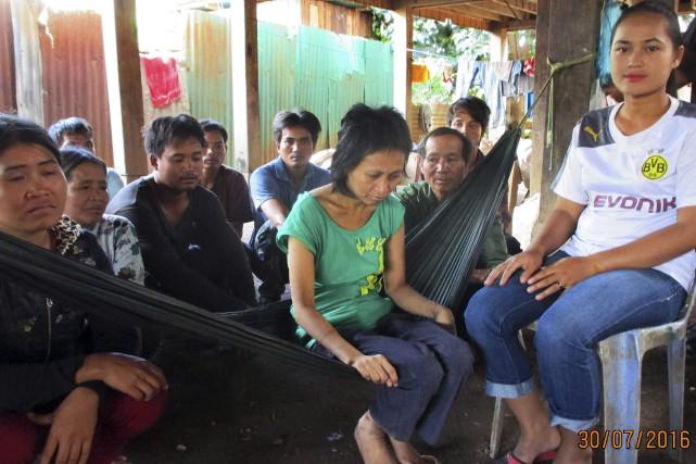 «La femme de la jungle» entourée de son... (AFP)
