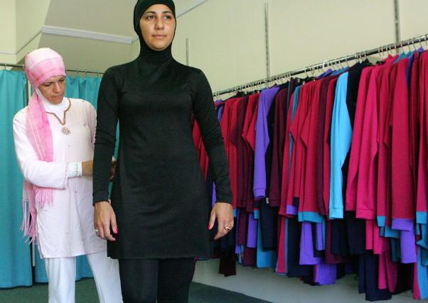 Un «burkini», maillot de bain recouvrant tout le... (AFP)