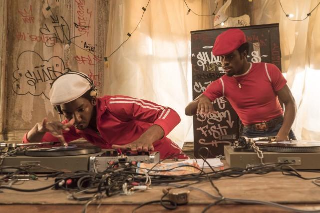 Mamoudou Athie et Shameik Moore dans une scène... (La Presse canadienne, David Lee, Netflix)
