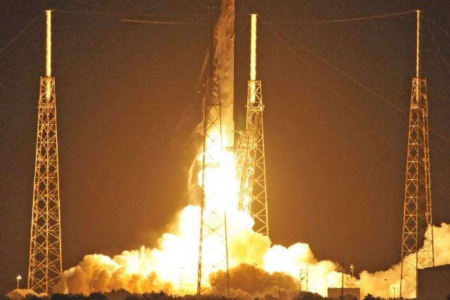 Le lancement d'une fusée Falcon 9, le 18... (PHOTO BRUCE WEAVER, ARCHIVES AGENCE FRANCE-PRESSE)