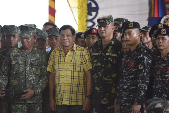 Rodrigo Duterte (en jaune)... (PHOTO AGENCE FRANCE-PRESSE/STR)