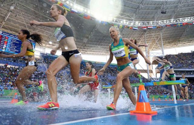 Geneviève Lalondes'est qualifiée pour la finale du 3000m... (PHOTO KAI PFAFFENBACH, REUTERS)