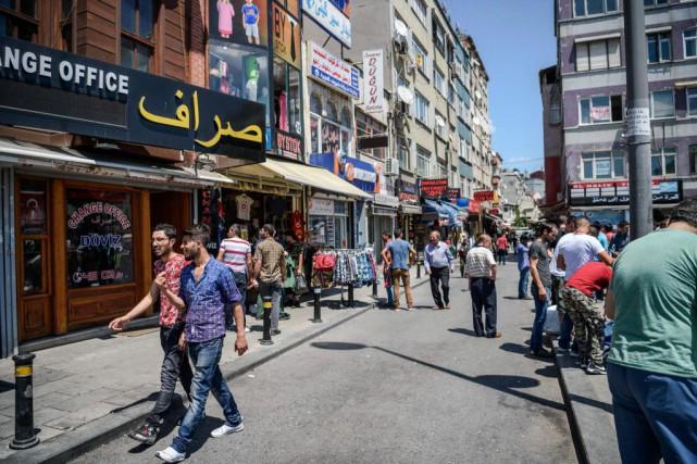 Dans le quartier de Fatih, à Istanbul, les... (PhotoOZAN KOSE, Agence France-Presse)