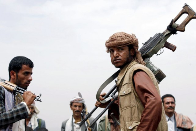 Des combattants loyaux aux Houthis.... (PHOTO KHALED ABDULLAH, REUTERS)