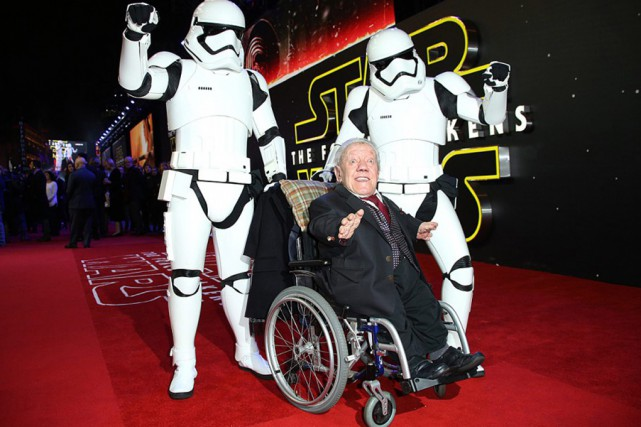 L'acteur britannique Kenny Baker, qui incarnait le célèbre... (archives Associated Press)