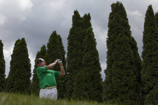 Miguel Angel Jimenez est en tête du tournoi... (Tyler Stabile, The Columbus Dispatch via AP)
