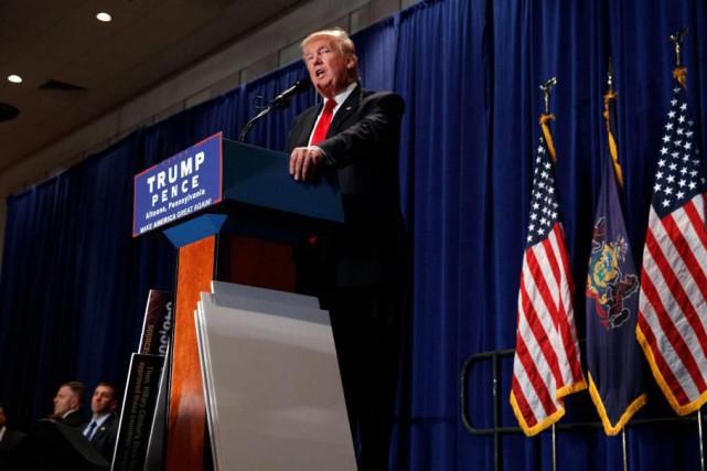 Donald Trump n'a pas diffusé une seule publicité... (PHOTO AP)