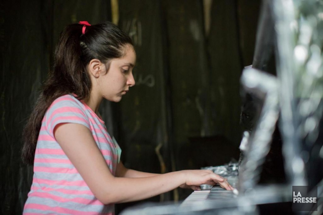 Layal Al-Ghouri, 12 ans, répète dans le centre... (PHOTO ÉDOUARD PLANTE-FRÉCHETTE, LA PRESSE)