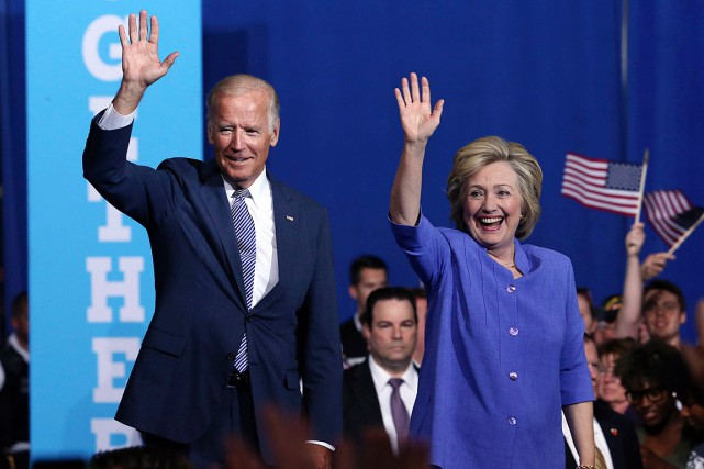 Le vice-président américain Joe Biden accompagnait Hillary Clinton... (PHOTO MEL EVANS, AP)