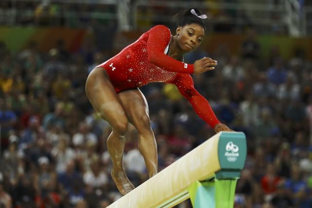 L'Américaine SimoneBiles tentait de devenir la première gymnaste... (Photo Mike Blake, REUTERS)