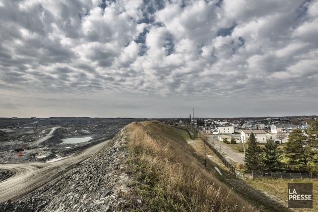 La mine à ciel ouvert de Malartic jouxte... (Archives La Presse)