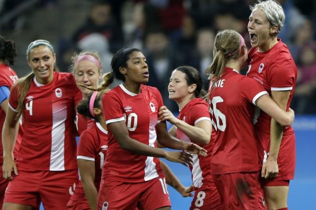 L'équipe canadienne de soccer féminin affronte l'Allemagne pour... (Photo Nelson Antoine, AP)