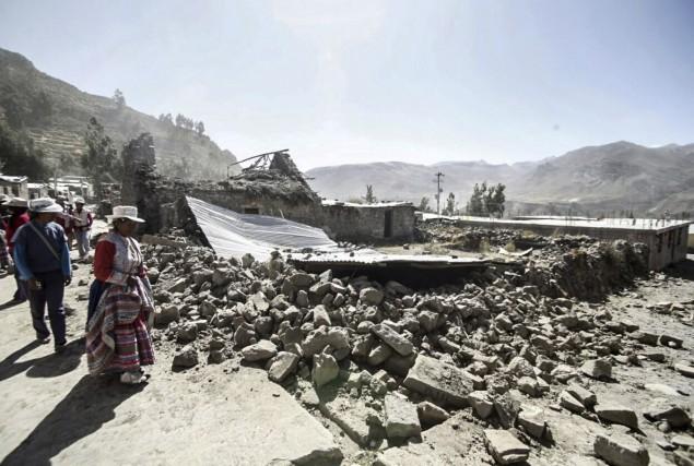 Le tremblement de terre a détruit une cinquantaine... (AP)