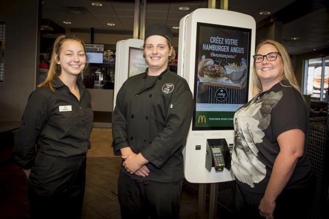 Plusieurs restaurants McDonald's de l'Estrie offrent dorénavant un... (Spectre Média, André Vuillemin)