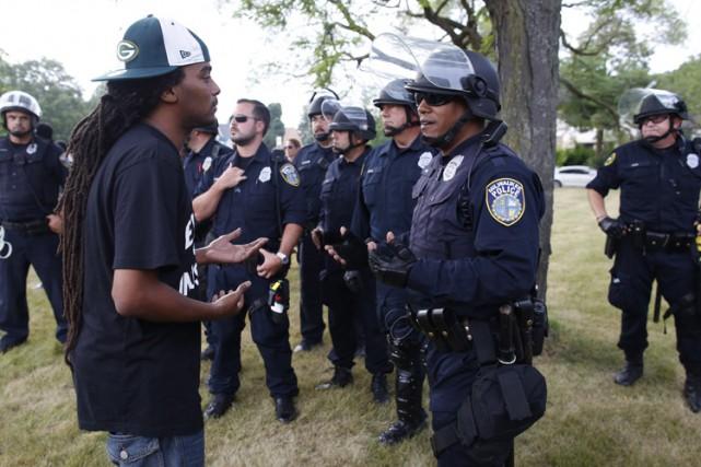 Le couvre-feu pour les moins de 18 ans... (PHOTO AP)