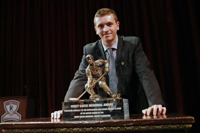 Jimmy Vesey a remporté le trophée Hobey-Baker lors... (Associated Press)