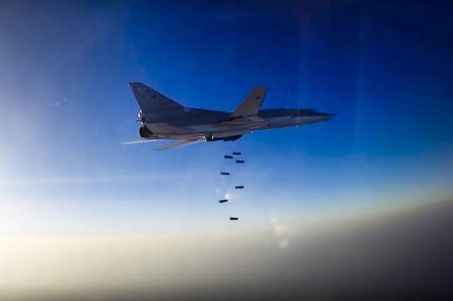 Des bombardiers Tu-22M3 (photo) et Su-34 étaient partis... (ARCHIVES AP)