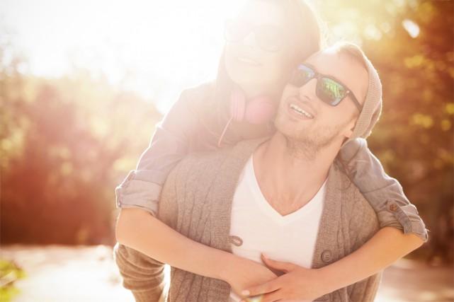 Les hommes et les femmes n'ont pas les mêmes motivations pour garder le contact... (PHOTO THINKSTOCK)