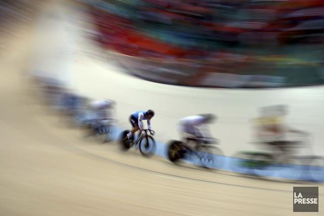 Hugo Barrette (en bleu, au centre)a pris le... (Photo Paul Hanna, REUTERS)