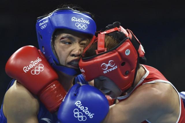 Ren Cancan (à gauche), de la Chine, a... (AFP, Yuri Cortez)