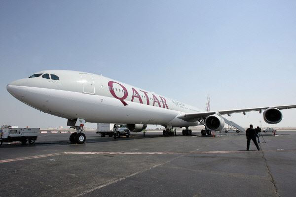 Un avion de la compagnie aérienne Qatar Airways... (PHOTO ARCHIVES AFP)