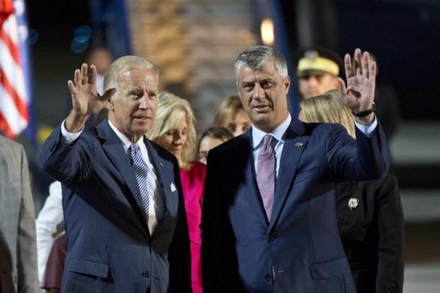Joe Biden a rencontré le président du Kosovo... (PHOTO AP)