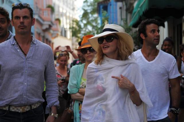 Madonna se promène mardi dans les rues de... (PHOTO AFP)
