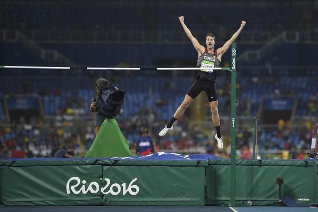 Derek Drouin a réussi ses six premiers sauts... (AFP, Johannes Eisele)