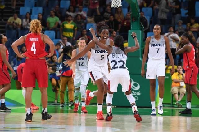 Les basketteuses françaises se sont qualifiées pour les demi-finales des Jeux... (PHOTO AFP)