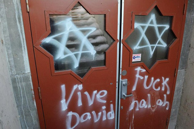 Les portes d'un centre islamique de Gatineau avaient... (PHOTO SEAN KILPATRICK, ARCHIVES PC)