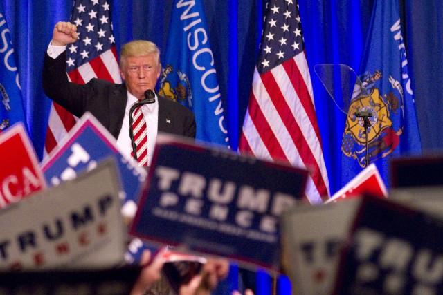 Donald Trump poursuit ses discours en série, comme... (AP, John Ehlke)
