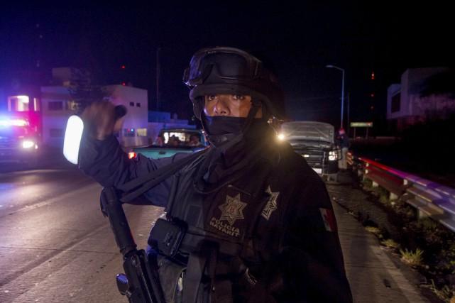 Les forces de l'ordre ont été déployées autour... (AFP, Hector Guerrero)